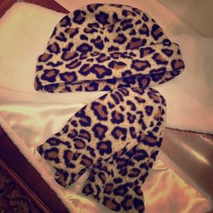 Other - Leopard fleece 🌟 hat and glove set